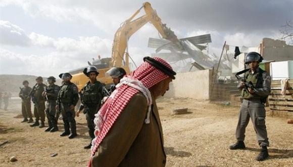 Datos oficiales de la OCHA muestran cómo entre 2010 y 2014 únicamente el 1,5 por ciento de los permisos de construcción solicitados por palestinos fue aprobado por las autoridades sionistas.
