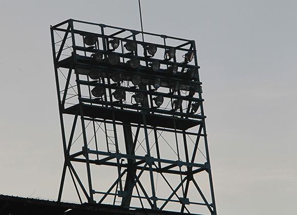 Una de las Torres del estadio que jamas encendio. Foto: Ismael Francisco.