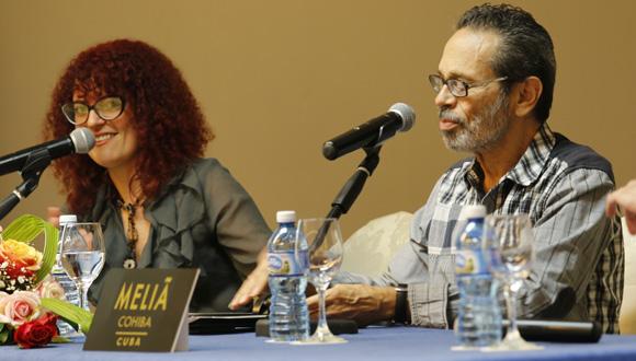 La directora y productora general de Les Voix Humaines Isabelle Hernández y el Maestro Leo Brouwer en conferencia de prensa. Foto: Paola/ Cubadebate.