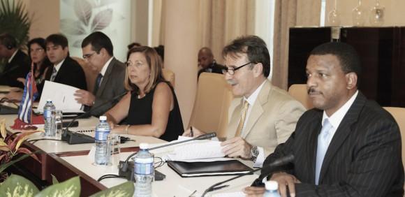 Delegación Cubana a la Primera reunión de la Comisión Bilateral Cuba-EEUU, presidida por Josefina Vidal, directora general de EEUU de la Cancillería cubana.