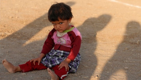 Niña iraquí víctima de los desplazamientos por la guerra. Foto: Reuters.
