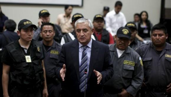 El ex mandatario guatemalteco Otto Pérez Molina llega al juzgado. Foto: Reuters