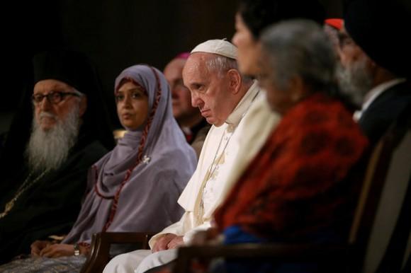 Con los líderes religiosos en el Memorial dedicado a las víctimas del 9/11. Foto: The New York Times
