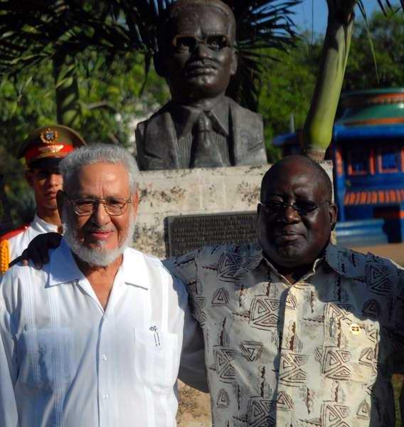 Risquet junto a Antonio Paulo Kassoma, jefe del Parlamento angolano en La Habana, 2011. Foto: Radio Rebelde