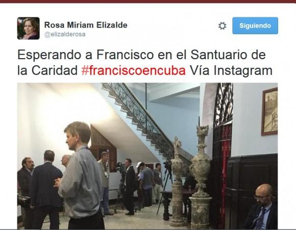 periodistas esperan a  francisco
