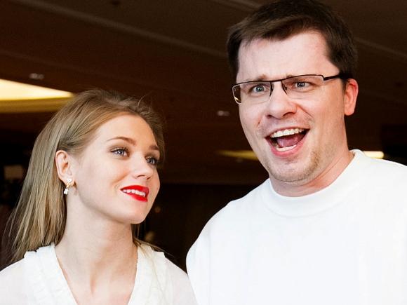 Garik Kharlamov y Kristina Asmus, protagonistas de Hablando del rey de Roma
