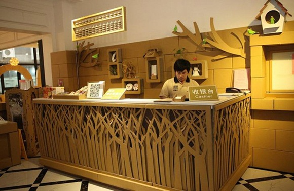 Shanghai inauguró el Carton King, un restaurante hecho de cartón