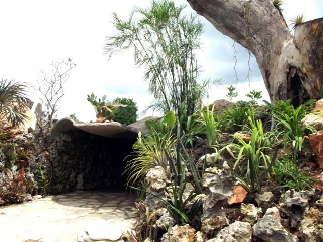 Restaurante estatal La Cueva del Parque Jardín Botánico de Camagüey. Foto Miozotis Fabelo Pinares