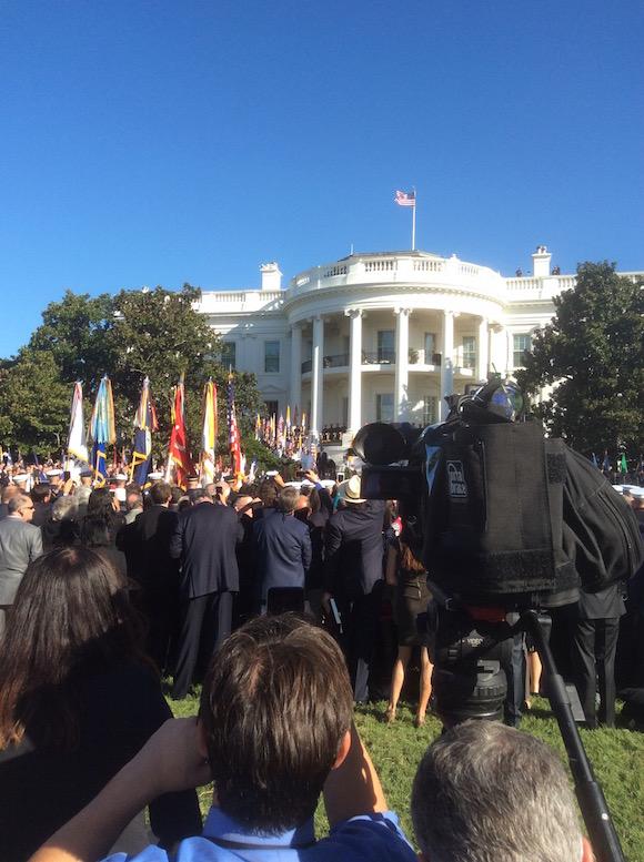 Desde donde el grueso de la prensa siguió los detalles de esta visita, Obama y el Papa son dos puntos en el horizonte. Foto: Rosa Miriam Elizalde/ Cubadebate