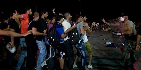 Nuevas tensiones se provocaron entre inmigrantes y la policía en Lesbos, una isla griega del mar Egeo Foto AFP