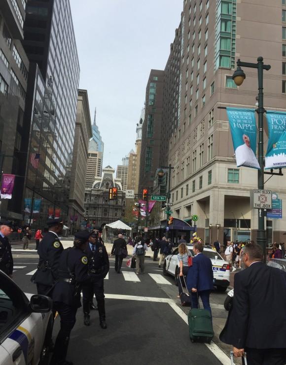 Los vaticanistas llegando al Hotel que los aloja en Filadelfia. Foto: Rosa Miriam Elizalde/ Cubadebate