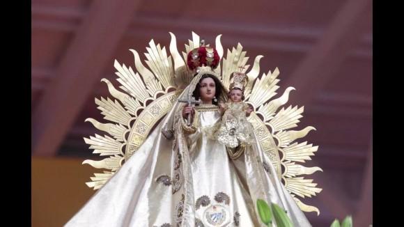 Detalle de la Virgen de la Caridad del Cobre en el altar donde el Papa Francisco Oficia la Santa Misa. Foto Alan Holdren/ ACI Prensa.