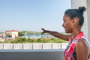 No solo modernas tecnologías, sino también profesionales de nueva generación, con ganas de hacer, identifican a la instalación portuaria de la ZEDM Yanelis Téllez, 27 años, ingeniera hidráulica Yanelis, 27 años, ingeniera hidráulica. Foto: Claudia Rodríguez Herrera / Bohemia