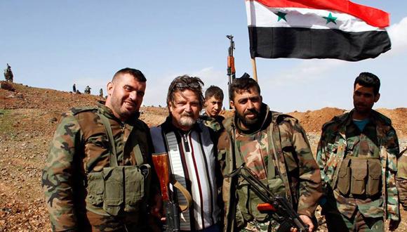Junto a combatientes sirios. (Foto: Moataz Abd  Elkarim.)