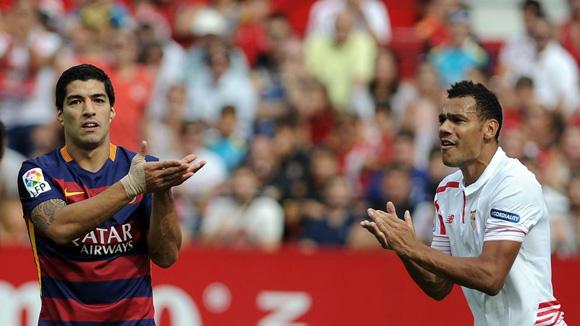 Luis Suárez no pudo hacer nada esta vez y el Barca cayó ante el Sevilla. Foto: AFP
