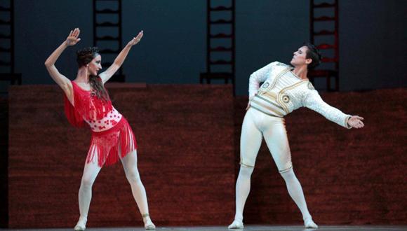 Carmen (Sadaise Arencibia y Dani Hernández) Foto: Nancy Reyes.