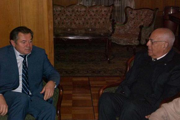 Ricardo Cabrisas (derecha) conversa con Serguei Glazev, asesor del Presidente de la Federación de Rusia. Foto: Embacuba Rusia