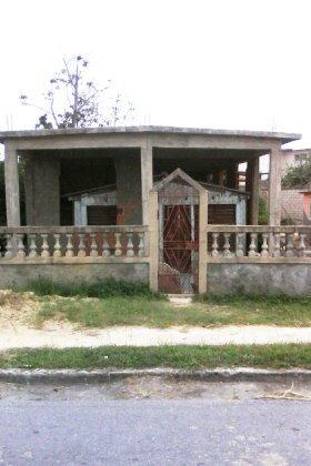 Casa dentro de casa en Pinar del Río. Foto Harold Pérez Padrón / Cubadebate