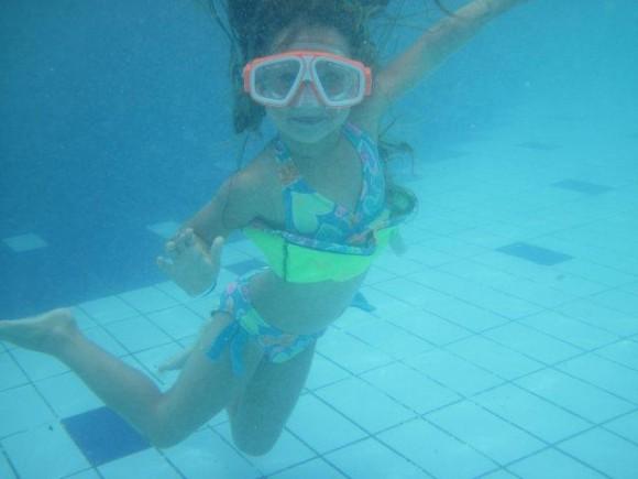 En el agua la vida es más sabrosa. Foto: María del Carmen (imagen de su nieta) / Cubadebate