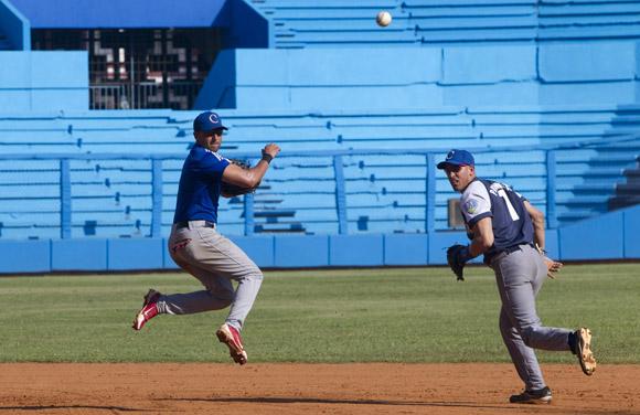Entrenamiento del equipo Cuba al Premier 12 (12)