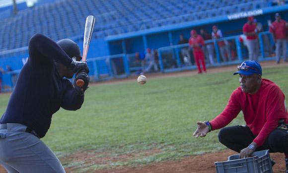Entrenamiento del equipo Cuba al Premier 12 (14)