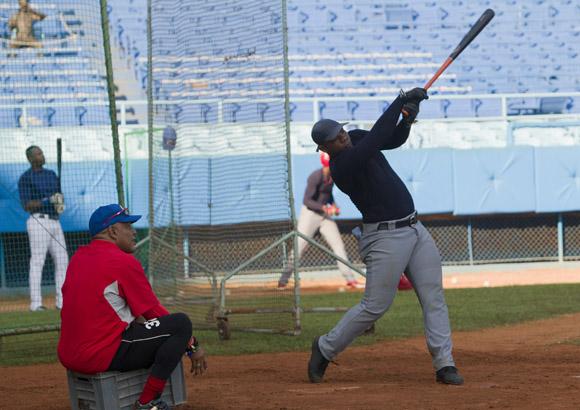 Entrenamiento del equipo Cuba al Premier 12 (16)