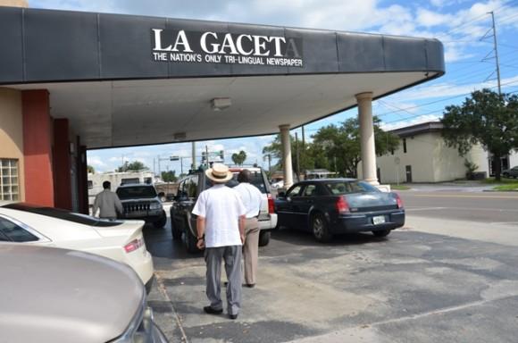 Eusebio Leal visita el periódico La Gaceta en Ybor City.