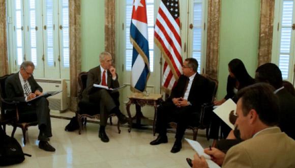 Marcelino Medina González, se reunió este miércoles con Todd Stern, enviado especial para Cambio Climático del Departamento de Estado de los Estados Unidos. Foto tomada de CubaMinrex