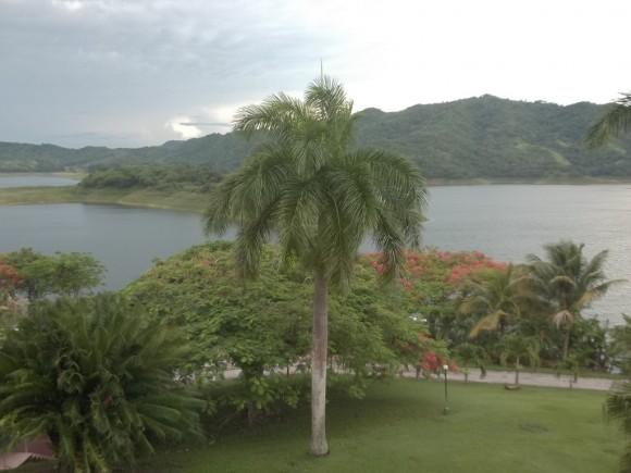 Hanabanilla vista desde una habitación del Hotel homónimo. Foto: Elina González / Cubadebate