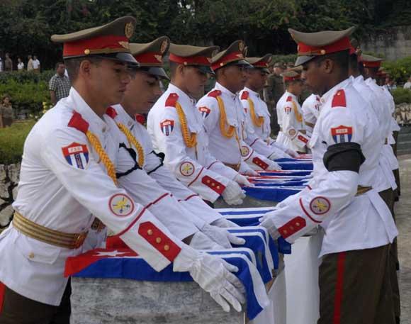 Ceremonia familiar con honores militares. Foto: AIN/ Arelys María Echeverría Rodríguez