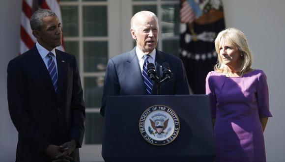 Joe Biden junto a su esposa y barack Obama  este miércoles en la Casa Blanca. Foto: Reuters