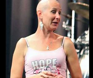 Las mujeres altas pordrían tener más riesgo de desarrollar cáncer. Foto tomada de TeleCinco