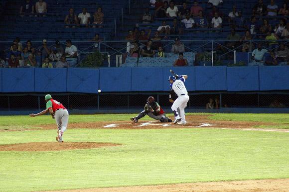 Las Tunas venció 3x2 a Industriales en el estadio Latinoamericano. Foto: José Raúl Concepción / Cubadebate