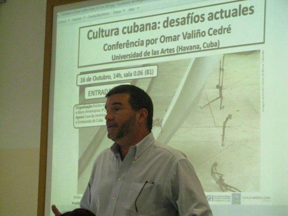 Omar Valiño1