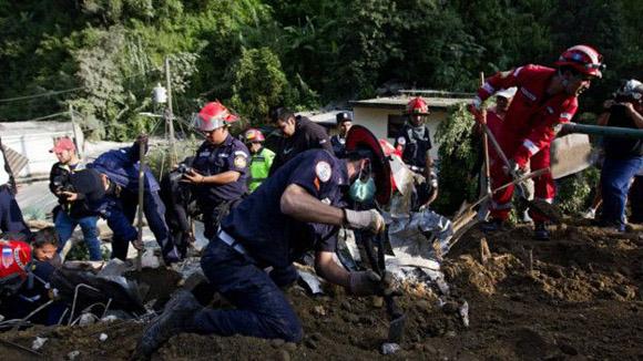Operaciones de rescate. Foto: EPA