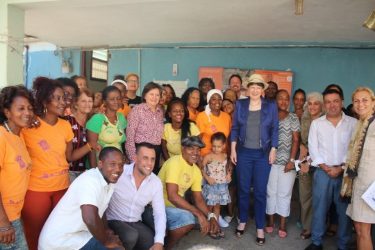 Helen Clark destacó los logros de la isla por ser el primer país del mundo en eliminar la transmisión del VIH/Sida de madre a hijo, su apoyo a África Occidental en la lucha contra el virus del ébola y su rol en la Cooperación Sur-Sur. Foto: PNUD Cuba.