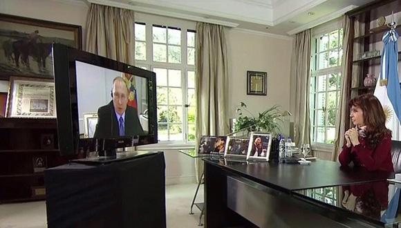 Vladimir Putin y Cristina Fernández de Kirchner celebraron los 130 años de relaciones diplomáticas con una videoconferencia. Foto: Tomada de www.resumendelsur.co