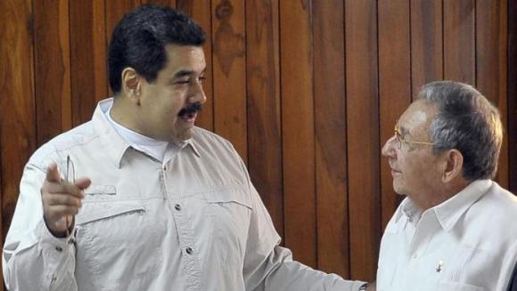 Raúl y Maduro. Foto de Archivo: Estudio Revolución