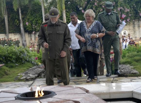 Ramiro Valdés preside homenaje a combatientes caídos en Santa Clara