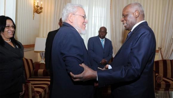 Risquet y el Presidente de Angola José Eduardo Dos Santos en Luanda, Febrero de 2014. Foto: Journal de Angola.
