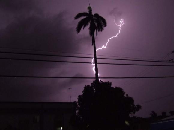 Tormenta eléctrica sobre la Ciudad de Cárdenas-Matanzas  Noche del 25 julio 2009  Foto: Henry Delgado (Meteorólogo) / Cubadebate