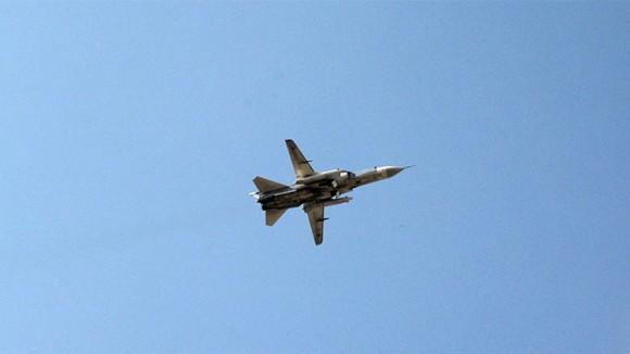 Un avión ruso Su-24 sobrevuela la base aérea de Jmeimim (Siria)  Dmitriy Vinogradov  RIA Novosti