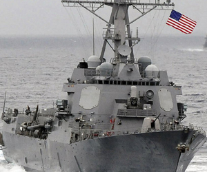 Un destructor USS Lassen de la Armada de EE.UU. navega por el océano Pacífico. Foto: John Hageman / Reuters.