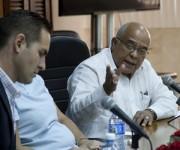 De frente, Orlando Hernández Guilén, presidente de la Cámara de Comercio de Cuba. Foto: Ismael Francisco/Cubadebate