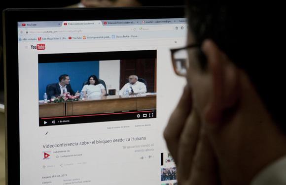 La conferencia se transmitió en vivo por las redes sociales. Foto: Ismael Francisco/Cubadebate