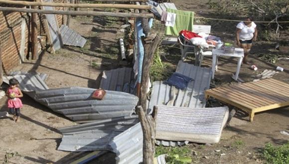 El presidente mexicano, Enrique Peña Nieto, indicó que de 3 mil a 3 mil 500 viviendas se vieron afectadas tras el paso de Patricia. | Foto: EFE.