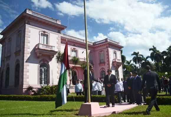 Primer vicepresidente de Cuba recibe a canciller de Emiratos Árabes Unidos