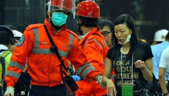 Bomberos rescatan y atienden a los heridos | Foto: AP