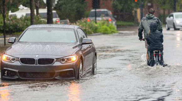 Las fuertes lluvias inundaron las calles de Carolina del Sur, EE.UU. Foto: EFE.