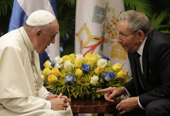 En el Palacio de la Revolución, con Raúl Castro.  Foto: Ismael Francisco/ Cubadebate